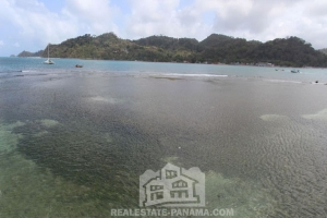 Ocean Front House on Isla Grande in Colon
