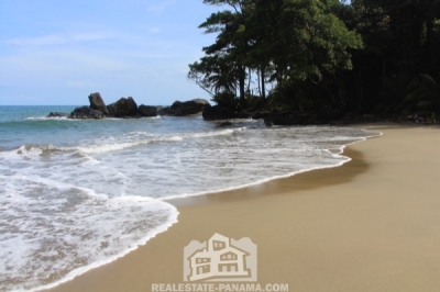 Caribbean Three Cove Beach Front in Costa Abajo Colon